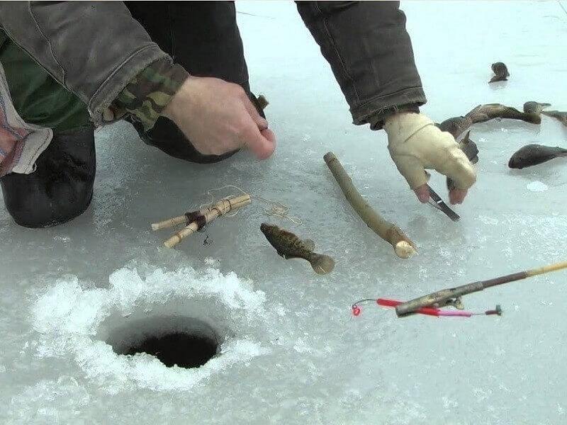 Установка жерлиц подо льдом